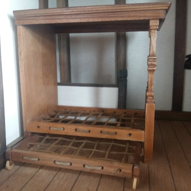 Truckle Bed - £36 - Masters Miniatures